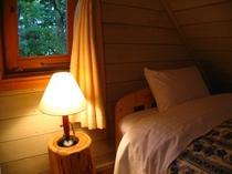 ウッディなA棟のベッドルームで爽やかな朝を迎えて♪