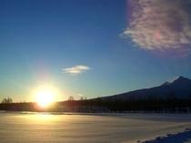 朝日と斜里岳