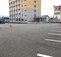 国道8号線沿いのホテルです