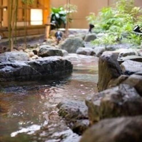 「松ぼっくりの湯」 岩風呂露天風呂