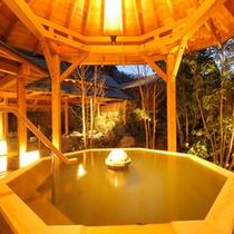 「松ぼっくりの湯」檜八角露天風呂・夜