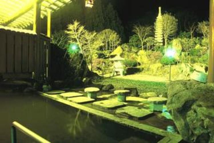 庭園露天風呂(夜)