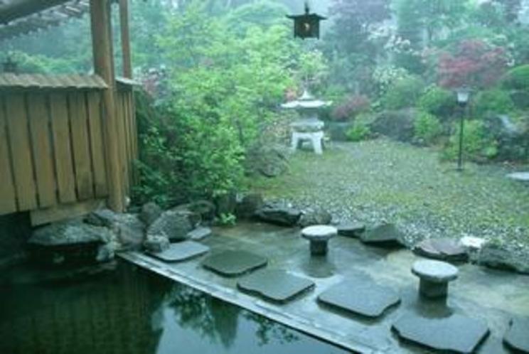 朝の庭園露天風呂