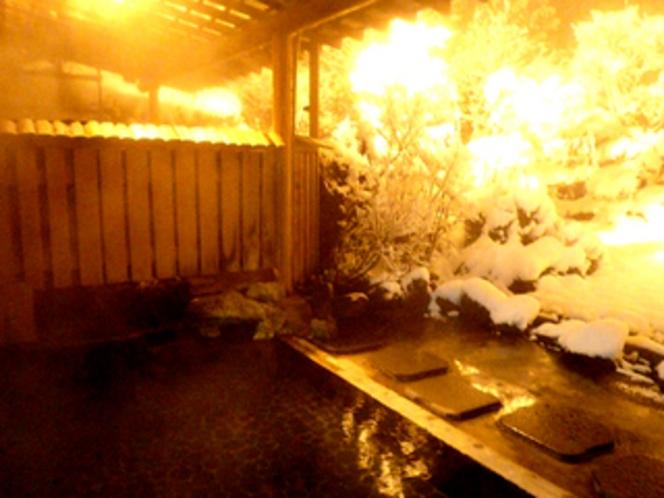 夜の庭園露天風呂