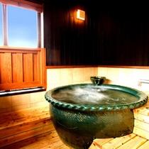 【水の音・半露天風呂】2階には半露天風呂・トイレがございます。洗い場は床暖房