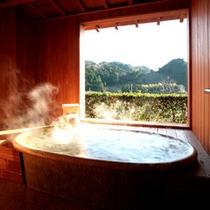 爽籟の間・信楽焼温泉露天風呂。田舎の時の流れに身を委ね…。