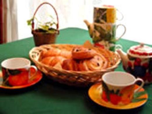 【木漏れ日の下で★朝食付】焼きたてパンと新鮮野菜♪鳥のさえずりでお目覚め【信州朝ごはん】