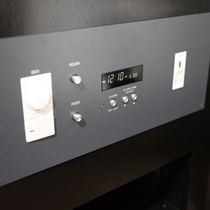 2Fリニューアル客室:洋室設備/USBケーブル対応!充電にご利用頂けます。