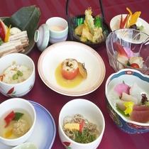 旬な食材をふんだんに使用した<季節の会席料理>(写真はイメージ)
