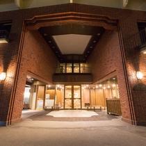 【外観(夜)】ホテル大雪へようこそ-温かな光が皆様をお迎えします