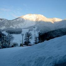 *当館出て奥に見える竜山ゲレンデはインタースキーのメイン会場としても利用されました。
