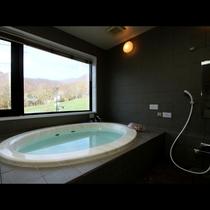 展望貸切風呂 上の台ゲレンデと竜山を望む景色は季節の移ろいとともにお楽しみ頂けます!