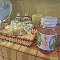 *【ハチミツ商品】6月になると、手作りの蜂蜜を使ったデザートなどをお出しします。