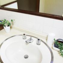 *【洗面台】清潔感に気を配って、掃除をしています。