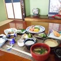 *【朝食全体】旬の味覚を大切にした、手作り料理の数々。