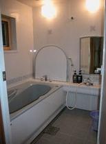 キャビンAの浴室
