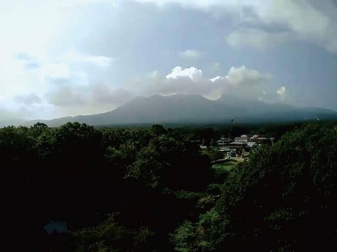 ペンションの裏手に見える那須山