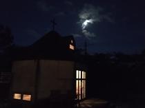 月明かりに佇むチャペル