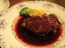 田舎コース料理メインの厳選牛のステーキ☆