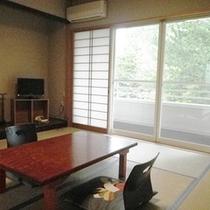 *【和室①】野鳥のさえずりや自然の音を楽しみながら、ゆったりと寛げる和室です。