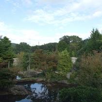 *【庭園①】6000平米の広大な敷地内に囲まれています。