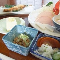 *【朝食②】朝からしっかりと食べて、元気に出発して下さい。