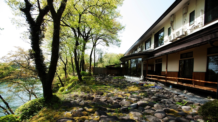 ちいさなお宿ならでわのおもてなし。絶景鬼怒川にたたずむ、全6室だけの隠れ宿