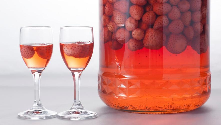 【いちご酒】てまひまかけた愛情たっぷりのいちご酒。ひとくちめの香りの広がりは感動的!!