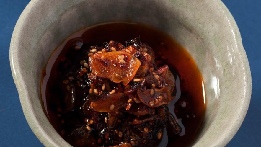 ◆【自家製ラー油】にんにくと桜海老をたっぷりと使ったピリッと辛い一品。やみつき間違いなし!