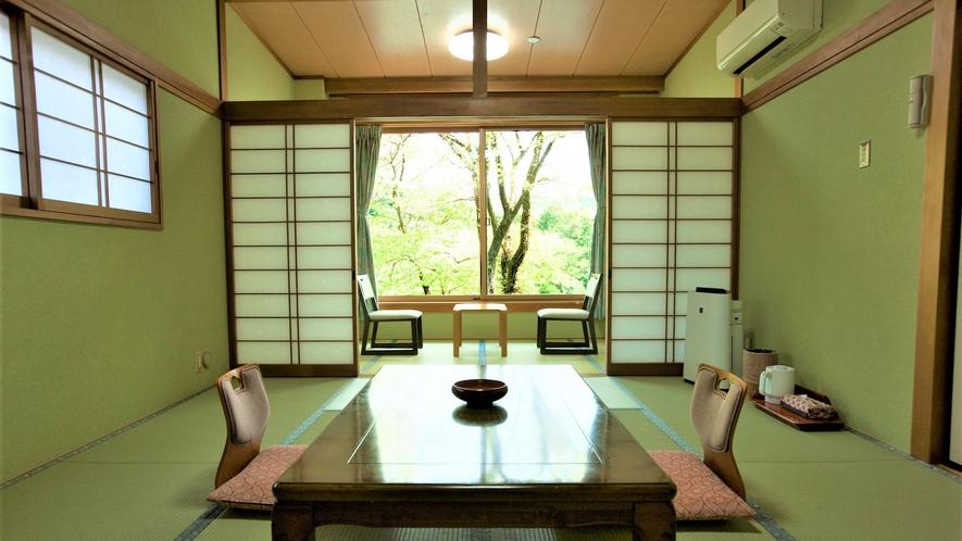 ◆ 【客室・和室10帖+4帖】すべてのお部屋から鬼怒川の大パノラマがご眺望いただけます。