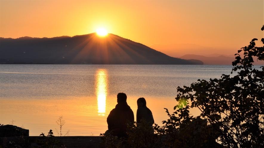 【サロマ湖の夕日(春~秋)】何もない贅沢と、どこにもない夕景の感動を。