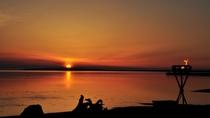 【サロマ湖の夕日(春~秋)】夕景の素晴らしさが胸を打つ。何もない潔さ、何もしない贅沢な時間。