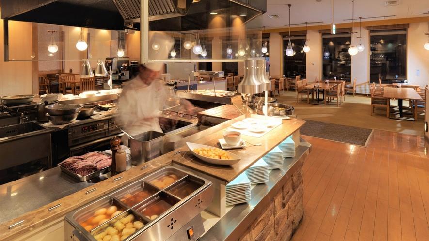 【ビュッフェ】出来たてアツアツの美味しさをオープンキッチンから(イメージ)