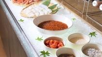 【朝食バイキング】地元の新鮮な海の幸。人気のいくらは丼に好きなだけ載せて食べるのもオススメ(イメージ