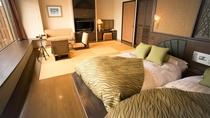 【湖&夕日側】ローベッド和洋室/琉球畳のリビング+ローベッドの広々とした和洋室です。(客室一例)