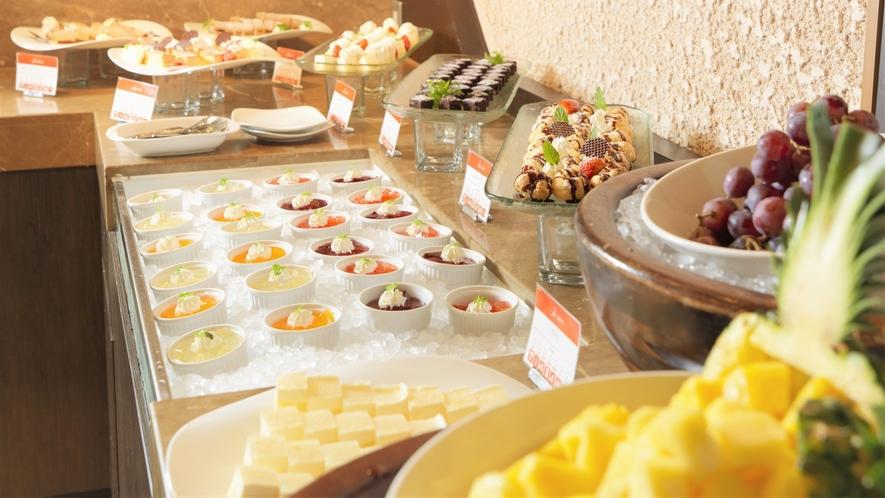 【ビュッフェ】色とりどりのデザートやジューシーなフルーツたちは別腹です♪(イメージ)