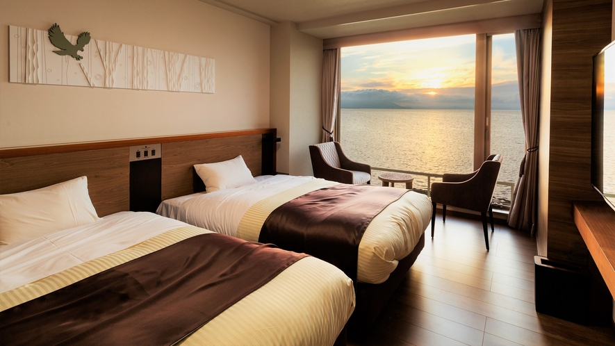 【湖&夕日側】リゾートスイート/晴れた日はサロマ湖に沈む夕日をお愉しみいただけます(イメージ)