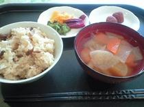 朝食(炊き込みご飯)
