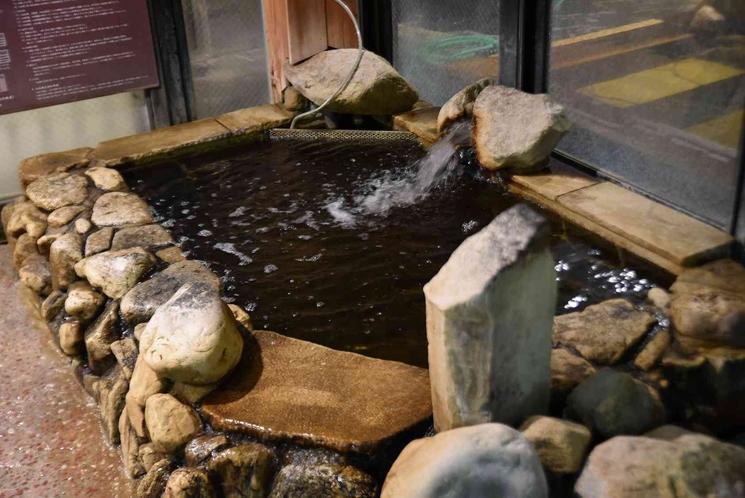 【男性】天然温泉・水風呂(水温:16~17℃)