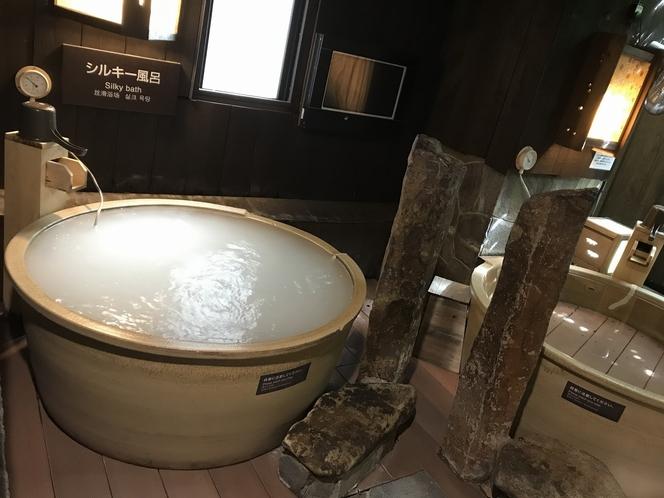 【女性】外気浴、シルキー(湯温:41~43℃)