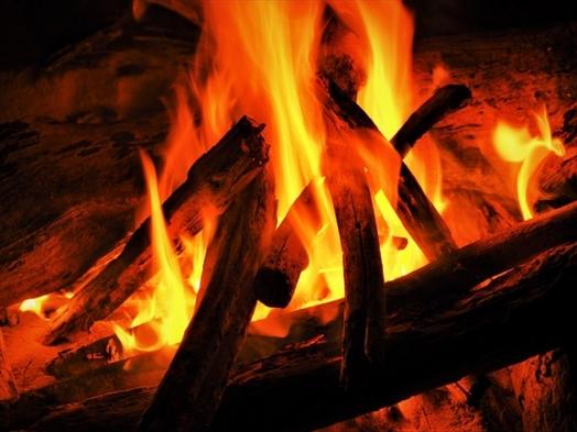 ☆焚火の炎で思い出作り♪焼きマシュマロセット付きグランピングファイヤーを楽しもう!