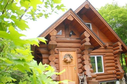 グランピングコテージ【cabin】BBQデッキ・室内ブランコ