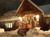 ☆雪に包まれたログペンション森の散歩