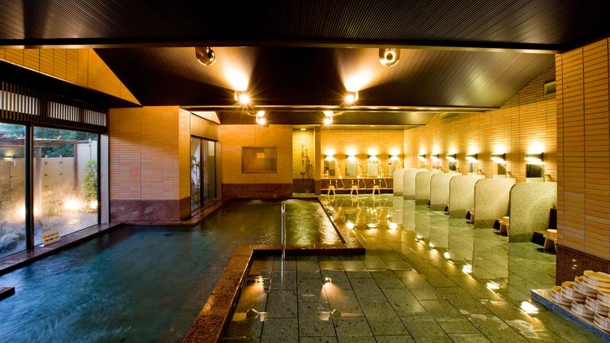 ◆大浴場【四季彩】 広々とした浴槽と天然温泉露天風呂を併設。