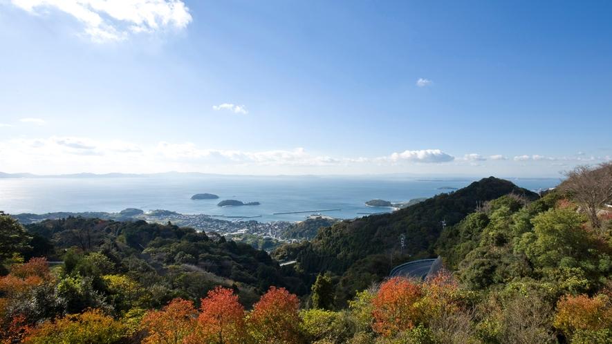 ◆秋には鮮やかに色づいた山々と穏やかな三河湾が望めます