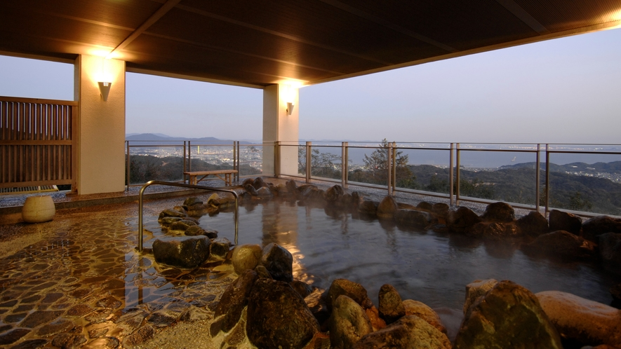 ◆天然温泉露天風呂【やまももの湯】「いけだゆげの天然温泉水」でお肌も気分もリフレッシュ