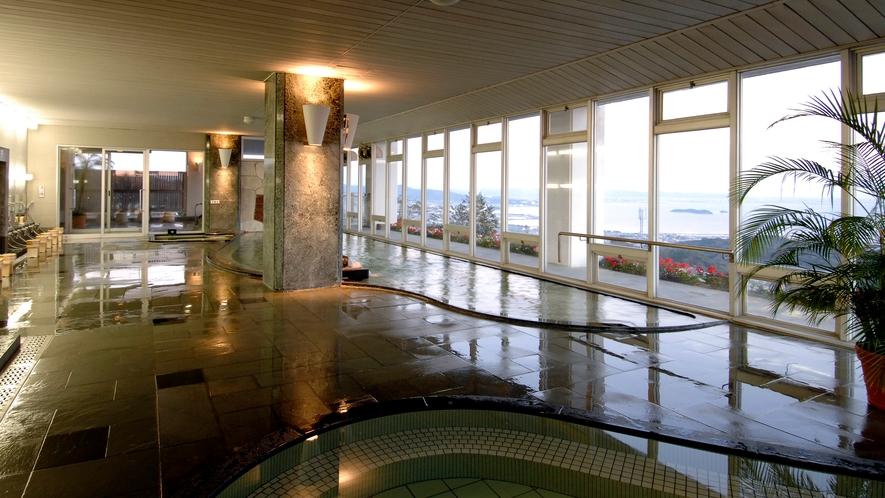 ◆大浴場【天景】 晴れた日の朝は、水平線から朝日が昇る絶景が迎えてくれます。