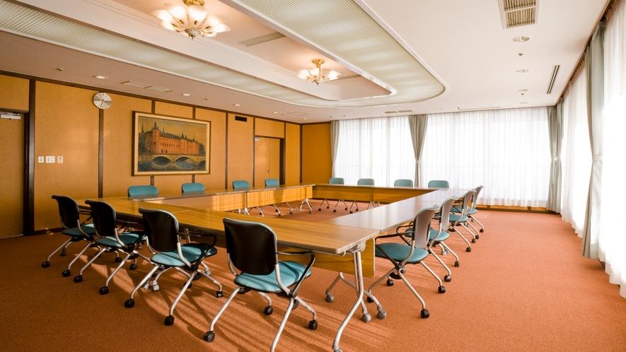 ◆松の間 少人数のちょっとした打ち合わせや会議にご利用可能。