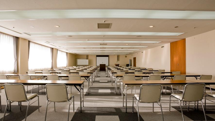 ◆梅・竹の間 会場を2つにわけることもできるアレンジ可能な会議室です。