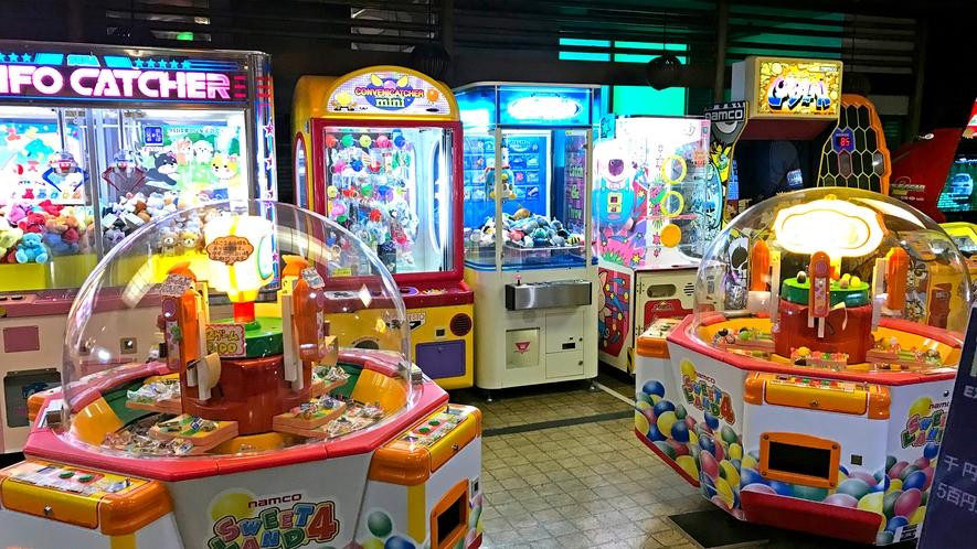 ◆ゲームコーナー 小さなお子様に楽しんでいただけるゲームやレトロなゲームがそろっています。